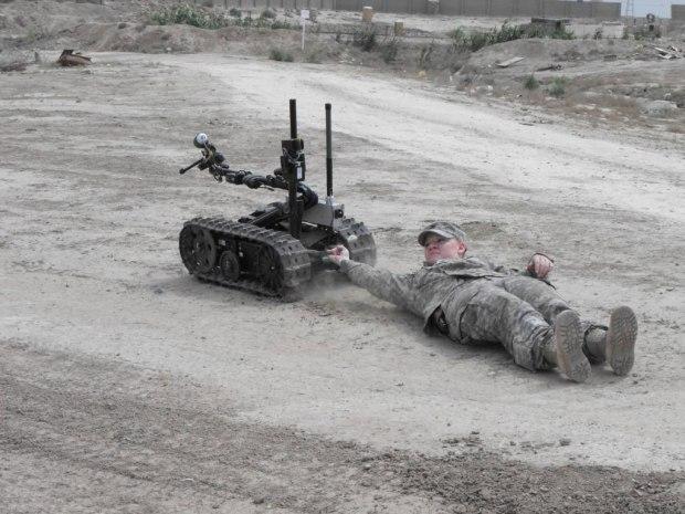 Flickr_-_The_U.S._Army_-_Talon_robot_pull